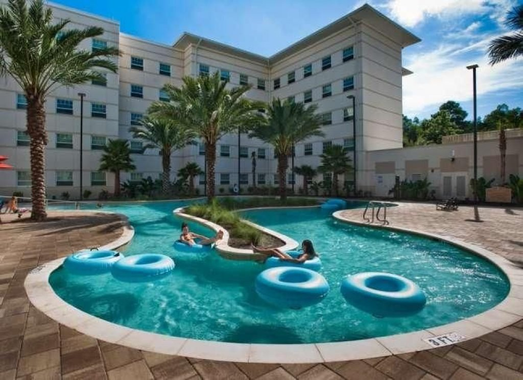 The lazy river pool at Osprey Fountains