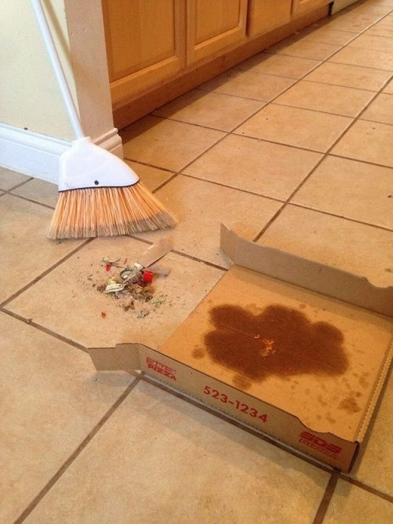 Using a pizza box as a dust pan