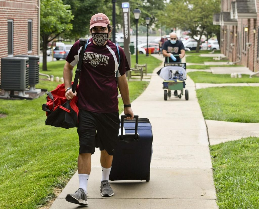 Student moves into college with a mask