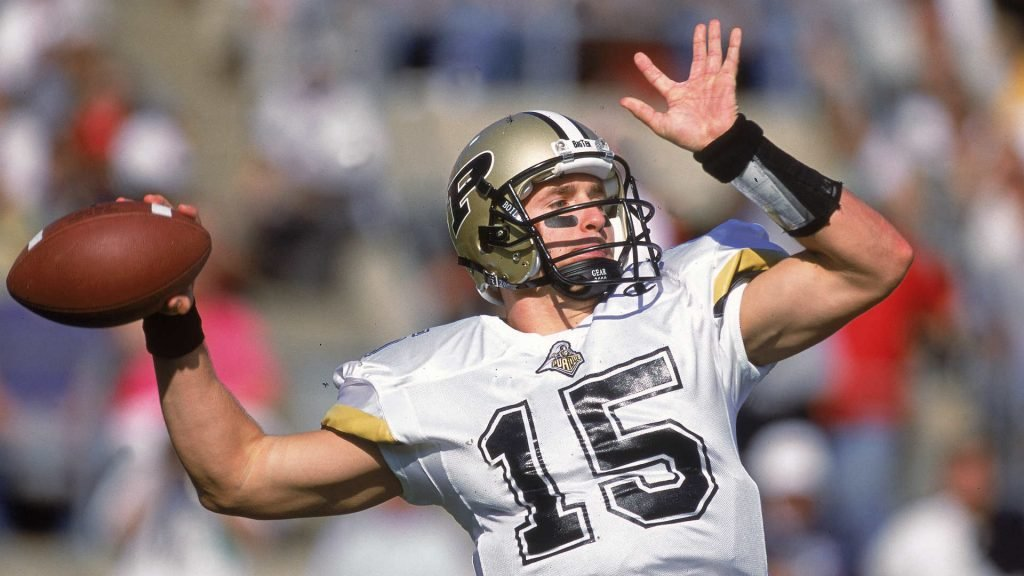Drew Brees throwing the football for Purdue