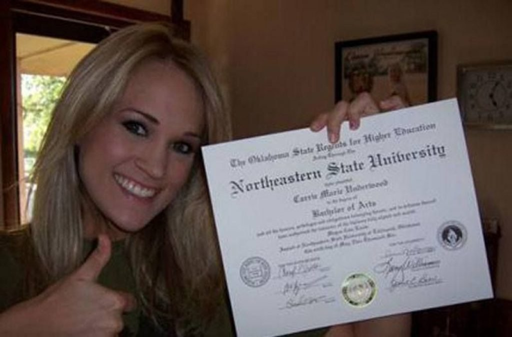 Carrie Underwood With Her Degree From Northwestern State University